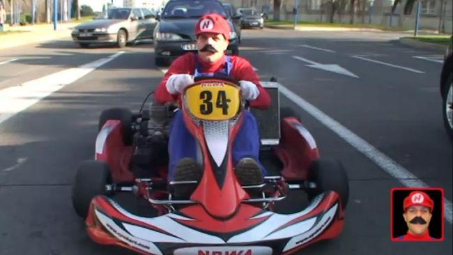 Super Mario si lancia in strada con il suo go-kart