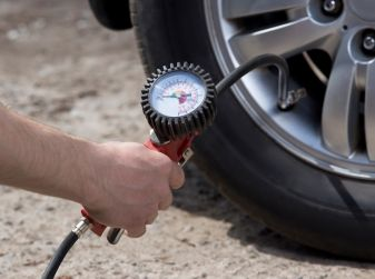Come e quando misurare la pressione degli pneumatici