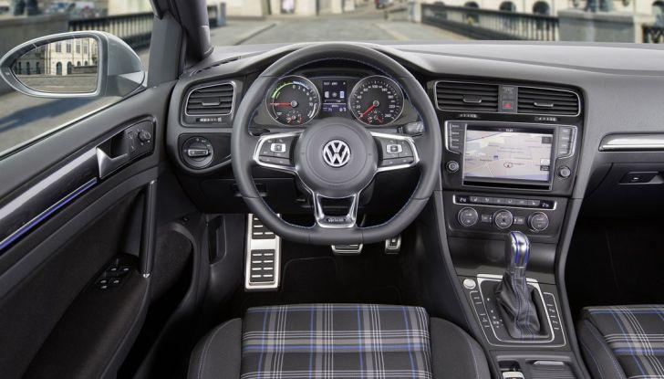 Volkswagen Golf: a Ginevra con il lifting - Foto 9 di 10