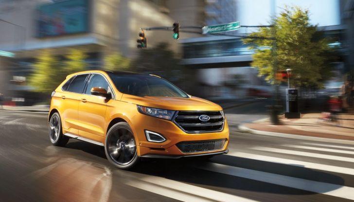 Nuova Ford Edge 2016, in movimento in città..