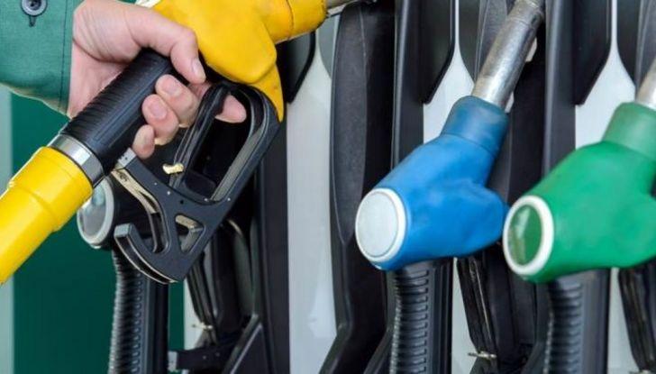 Fattura elettronica benzina: tutto rinviato al 2019 - Foto 2 di 10