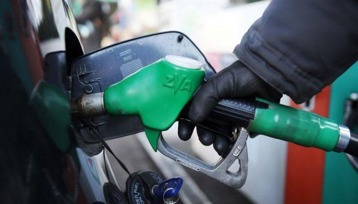 Fattura elettronica benzina: tutto rinviato al 2019 - Foto 1 di 10