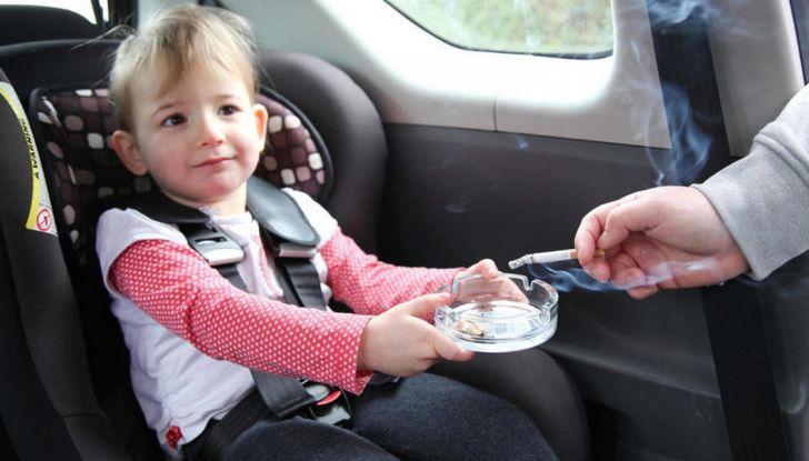 Stop al fumo in auto con minori e donne incinta - Foto 3 di 8