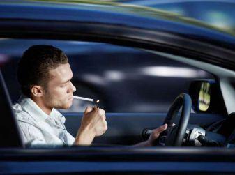 Il fumo in auto deprezza il valore dell'usato