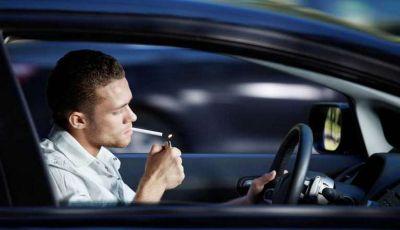 Nuovo codice della strada: smartphone e fumo in auto nel mirino