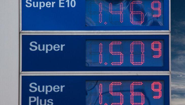 Cala il petrolio ma non la benzina: perché? - Foto 2 di 5