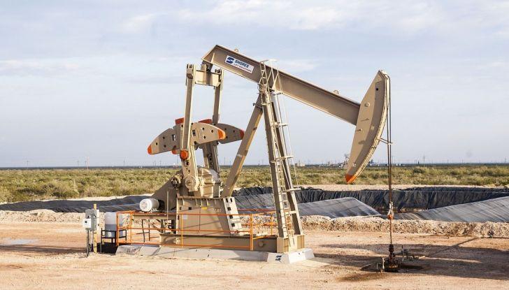 Cala il petrolio ma non la benzina: perché? - Foto 3 di 5