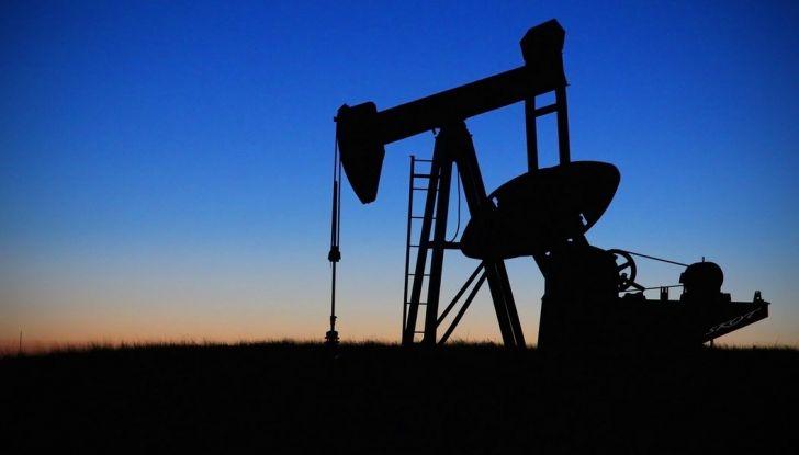 Cala il petrolio ma non la benzina: perché? - Foto 5 di 5