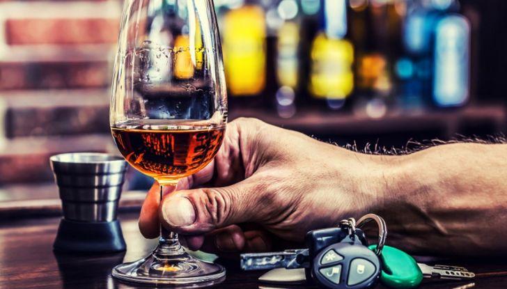 Pensionato veneto: fermato dalla polizia ubriaco, la moglie lo prende a schiaffi - Foto 1 di 6