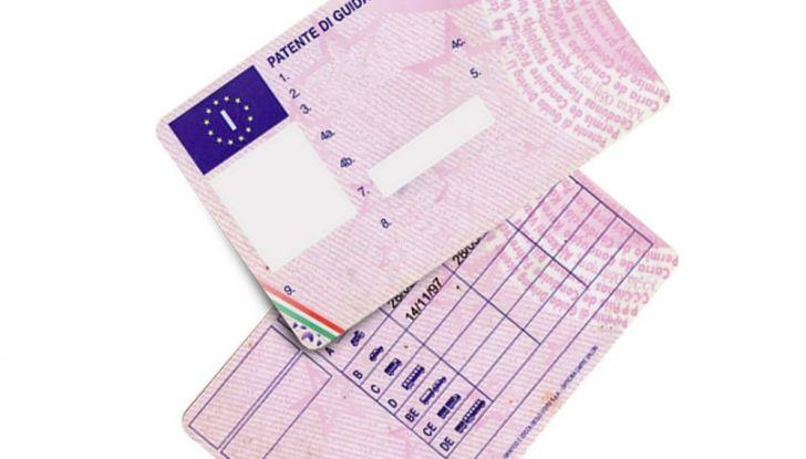 La patente di guida italiana è fuori norma per l'Unione Europea - Foto 9 di 11