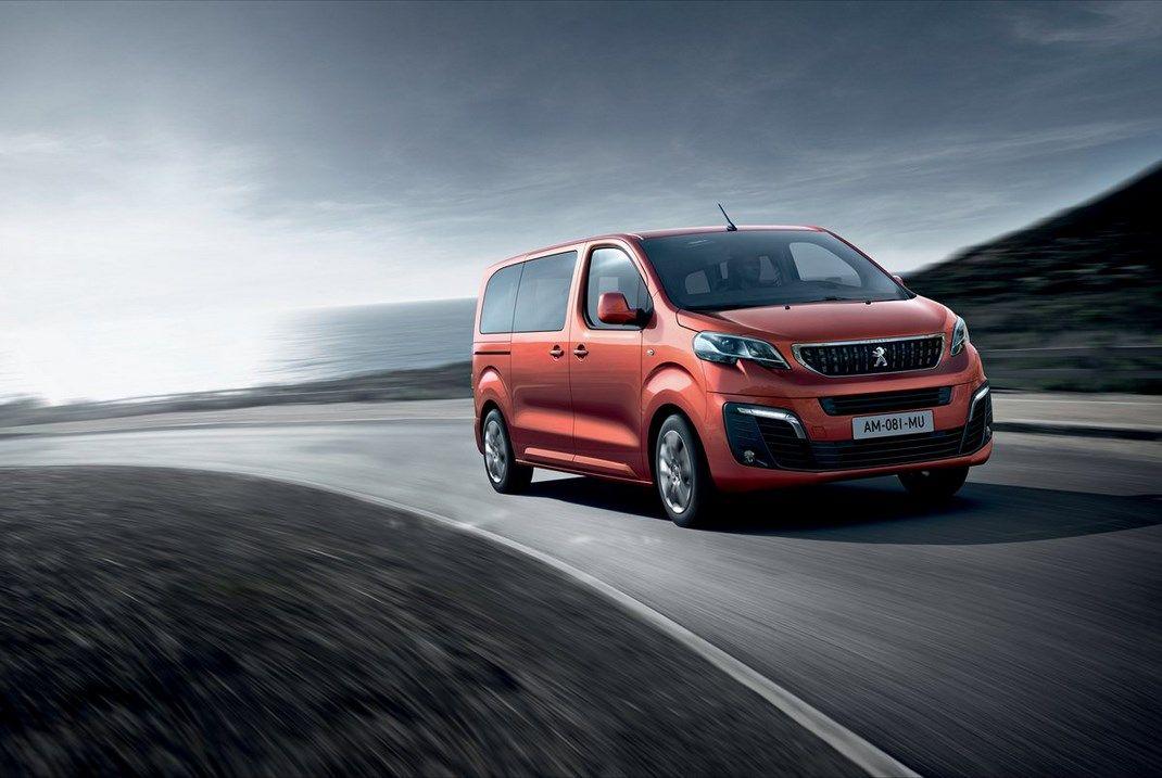 Peugeot Traveller: foto e caratteristiche
