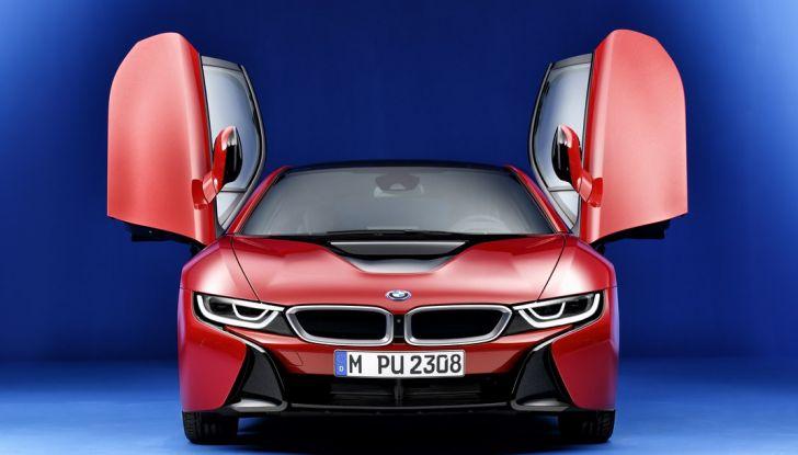 BMW i8 Protonic Red Edition apertura porte