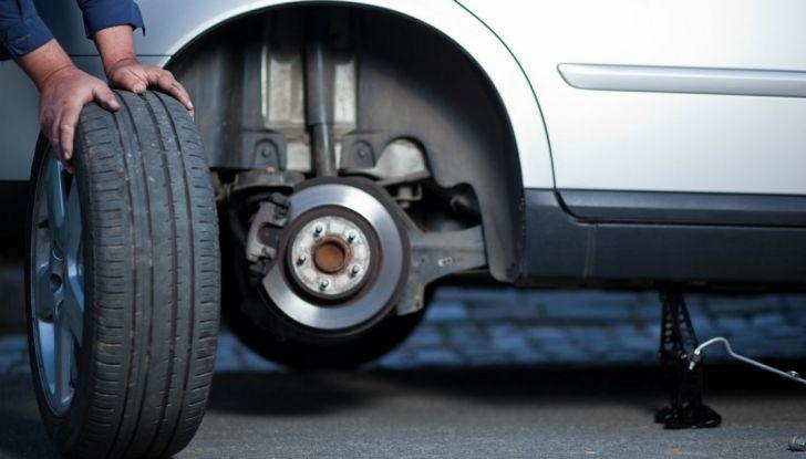 Come riconoscere una ruota danneggiata e quando sostituirla - Foto 1 di 10