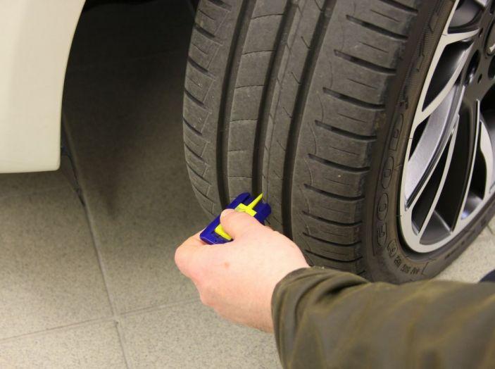Come riconoscere una ruota danneggiata e quando sostituirla - Foto 6 di 10