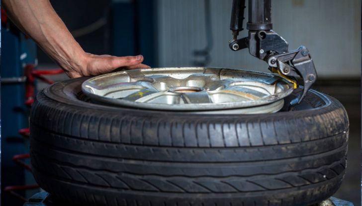 Come mantenere gli pneumatici in perfetta efficienza - Foto 7 di 10