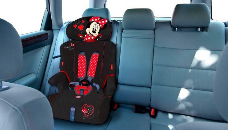 Bambini davanti in auto: ecco come portarli a norma di legge - Foto 11 di 12