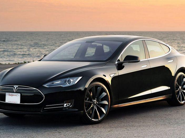 Stazioni Tesla Superchargers: la ricarica è di nuovo gratuita - Foto 2 di 10