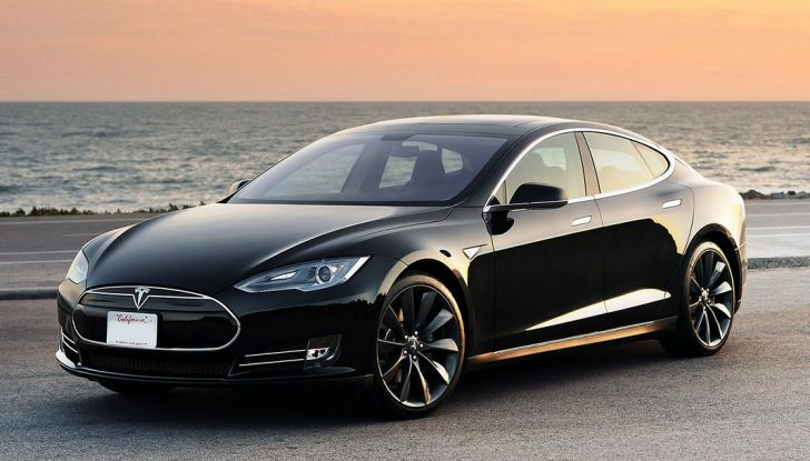 Supercharger Tesla, no all'utilizzo commerciale - Foto 2 di 10