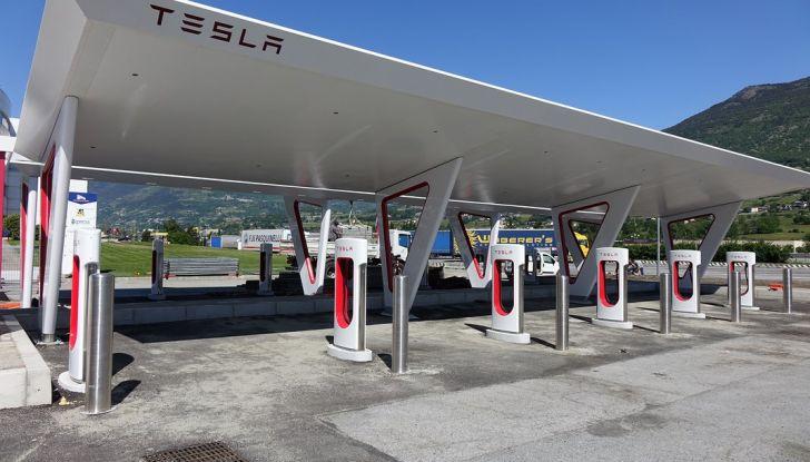 Supercharger Tesla, no all'utilizzo commerciale - Foto 1 di 10