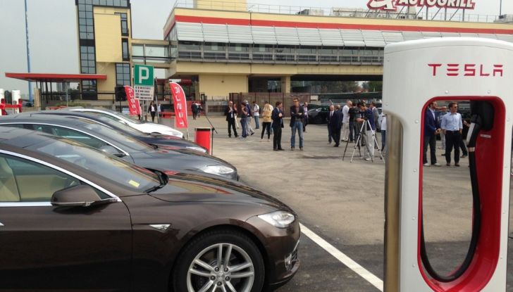 Supercharger Tesla, no all'utilizzo commerciale - Foto 4 di 10