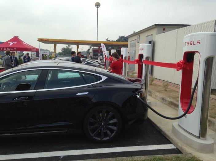 Supercharger Tesla, no all'utilizzo commerciale - Foto 5 di 10
