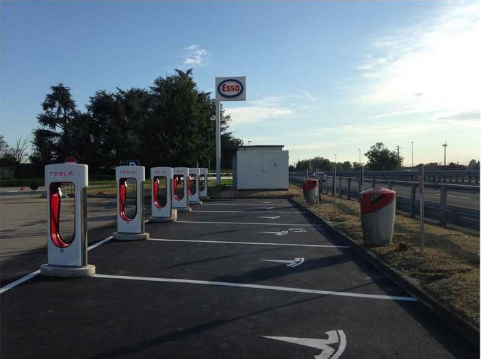 Supercharger Tesla, no all'utilizzo commerciale - Foto 7 di 10