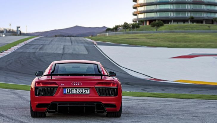 Audi R8 V10 plus calandra