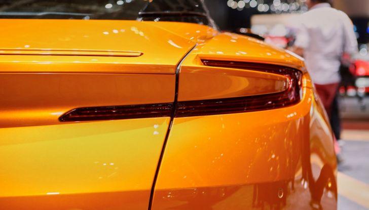 Aston Martin DB11 al Salone di Ginevra - Foto 11 di 30