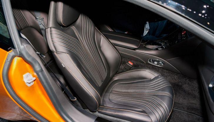 Aston Martin DB11 al Salone di Ginevra - Foto 13 di 30