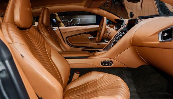 Aston Martin DB11 al Salone di Ginevra - Foto 17 di 30
