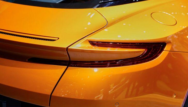 Aston Martin DB11 al Salone di Ginevra - Foto 10 di 30