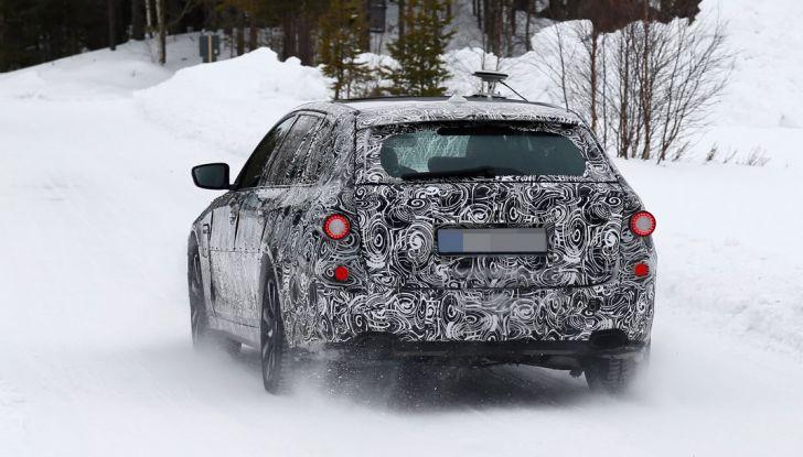 BMW Serie 5 Touring nuova generazione, le foto spia sulla neve (1)