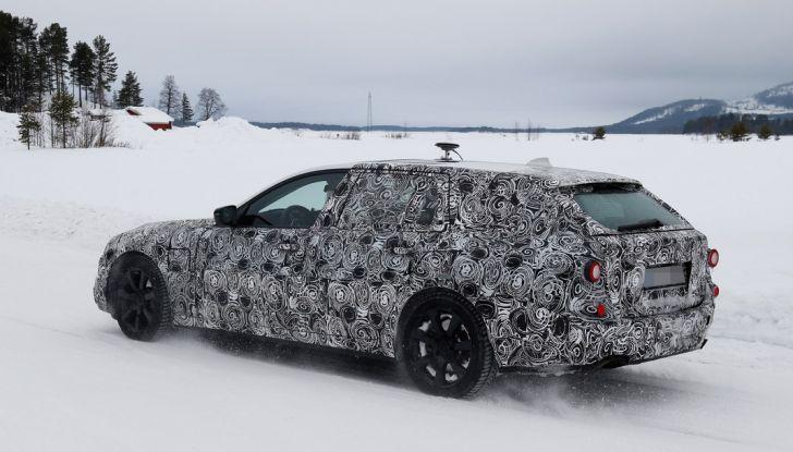 BMW Serie 5 Touring nuova generazione, le foto spia sulla neve (10)