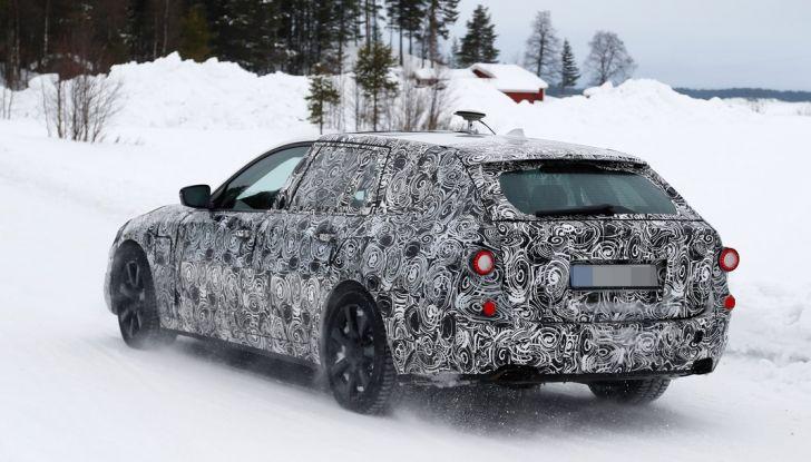 BMW Serie 5 Touring nuova generazione, le foto spia sulla neve (12)