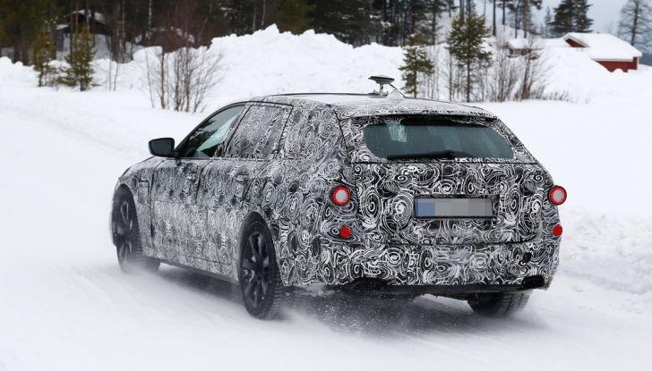 BMW Serie 5 Touring nuova generazione, le foto spia sulla neve (13)