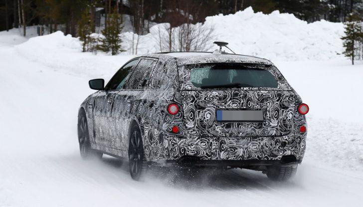 BMW Serie 5 Touring nuova generazione, le foto spia sulla neve (14)