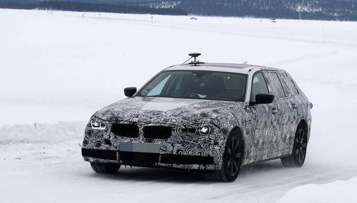 BMW Serie 5 Touring nuova generazione, le foto spia sulla neve (3)