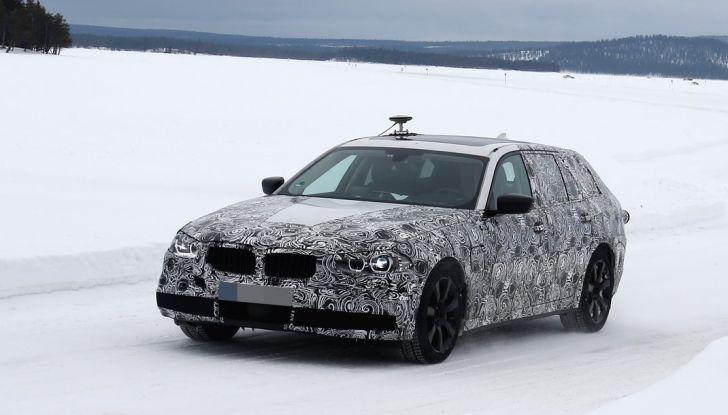 BMW Serie 5 Touring nuova generazione, le foto spia sulla neve (4)