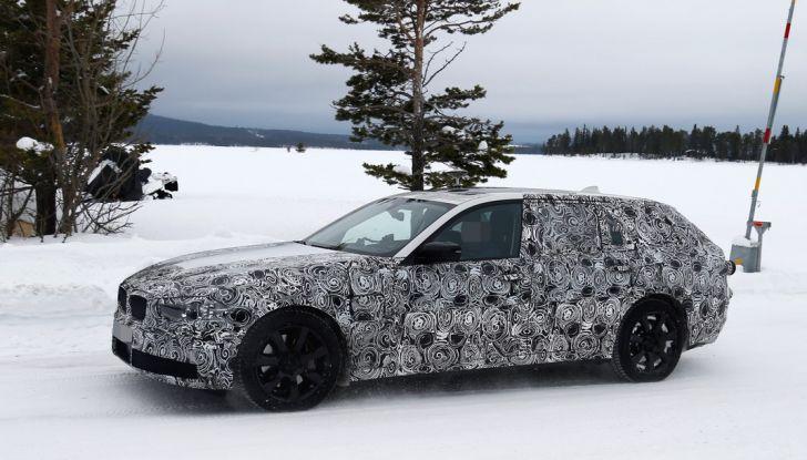 BMW Serie 5 Touring nuova generazione, le foto spia sulla neve (7)