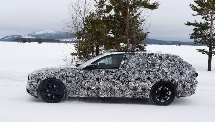 BMW Serie 5 Touring nuova generazione, le foto spia sulla neve (8)