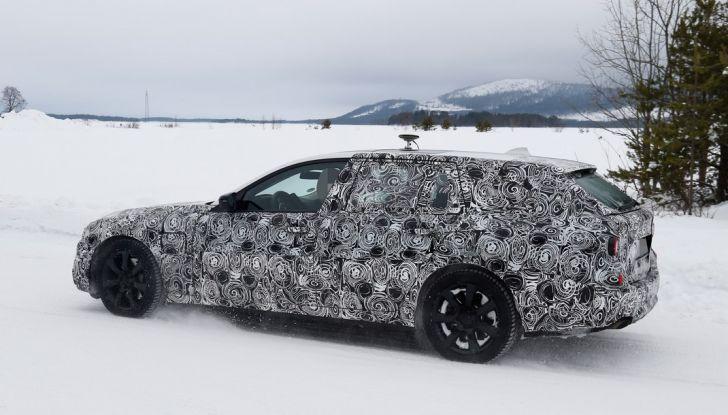 BMW Serie 5 Touring nuova generazione, le foto spia sulla neve (9)