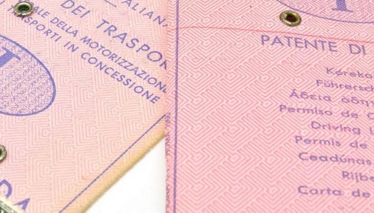 La patente di guida italiana è fuori norma per l'Unione Europea - Foto 5 di 11