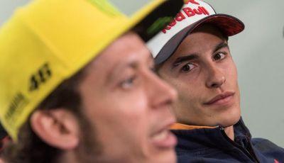 Rossi-Marquez, MotoGP: la battaglia è in pista, la guerra è fuori