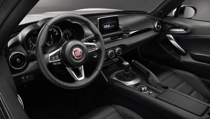 Fiat 124 Spider, interni.