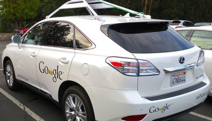 Google Car si scontra con un bus: ecco il video dell'incidente - Foto 4 di 8