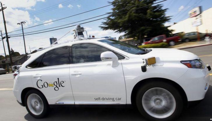 Google Car si scontra con un bus: ecco il video dell'incidente - Foto 5 di 8