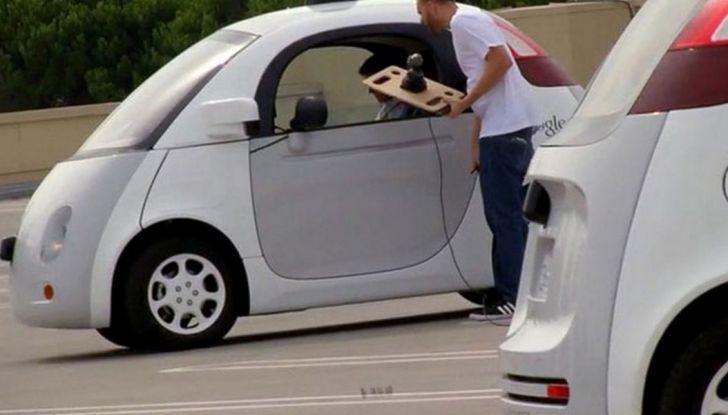 Google Car si scontra con un bus: ecco il video dell'incidente - Foto 6 di 8