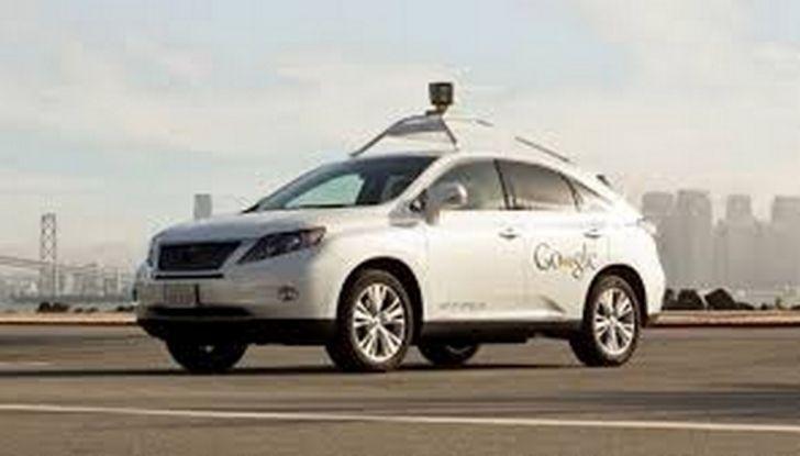 Google Car si scontra con un bus: ecco il video dell'incidente - Foto 2 di 8