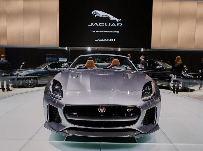 Jaguar F-Type SVR Coupe and Roadster live ginevra 2016