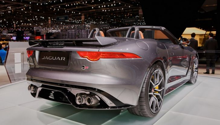 Jaguar F-Type SVR Coupe and Roadster live ginevra 2016